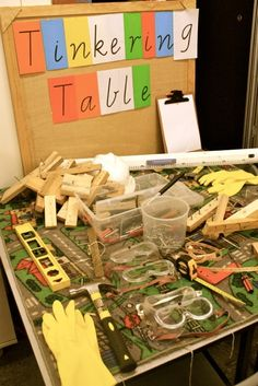 Tinkering tool table ≈ for STEM & STEAM learning in early education/ (via early life) Play Based Learning, Learning Spaces, Learning Centers, Steam Learning, Early Learning, Reggio Emilia, Early Education, Early Childhood Education, Eyfs Outdoor Area