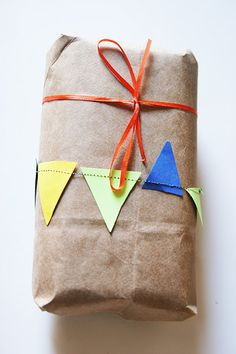 DIY - gift wrapping.  pinned by www.auntbucky.com  #giftWrapping #DIY