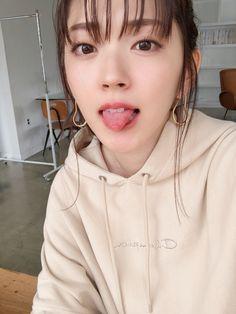 Cute Girl Photo, Cool Girl, Girl Tongue, Flower Girl Dresses, Girls Dresses, Beautiful Asian Women, Girl Model, Asian Woman, Girl Photos