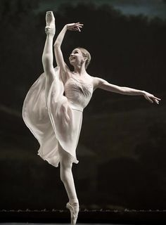 "Evgenia Obraztsova (Bolshoi Ballet) in the ""Tchaikovsky Pas de Deux"" / photo by Nikolay Krusser"