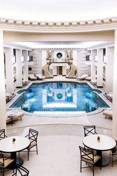 Fermé depuis 2012 pour rénovation, le cultissime hôtel de la Place Vendôme vient de rouvrir ses portes, dévoilant le tout premier spa estampillé Chanel… Visite guidée.