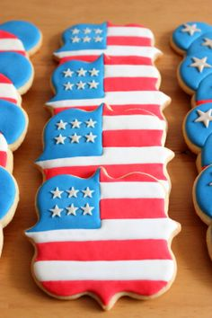 Patriotic cookies cookies in 2019 Fancy Sugar Cookies, Iced Cookies, Cut Out Cookies, Cute Cookies, Royal Icing Cookies, How To Make Cookies, Cookies Et Biscuits, Fourth Of July Cakes, 4th Of July Desserts