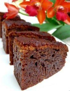 Bingka sarang semut/honeycomb cake Bingka sarang semut (Ants' Nest) is an Indonesian-Malaysian cake. 'Honeycomb cake' is a more befitting. Indonesian Desserts, Asian Desserts, Desserts To Make, Delicious Desserts, Yummy Food, Twix Cake, Dessert Pasta, Baking Recipes, Cake Recipes