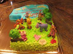 Torta di Compleanno per bambino di 1 anno, a tema Winnie The Pooh, con paesaggio e soggetti.