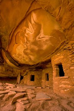 Fallen Roof, Anasazi Indian cliff dwellings and ruins, Mule Canyon, Utah, USA