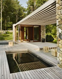 Location: Westport, Connecticut, US Architects: SPAN Architects Photography: François Dischinger The owner's brief for the project included a new pool and pool house with koi pond, hot tub, e… Small Backyard Pools, Small Pools, Swimming Pool Designs, Swimming Pools, Mini Piscina, Moderne Pools, Gazebos, Plunge Pool, Cool Pools