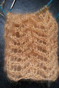 Catalogue de points de tricot réversibles, et qui ne roulent ni en bas ni sur les bords, pour une écharpe par exemple (rameaux, point ajouré)