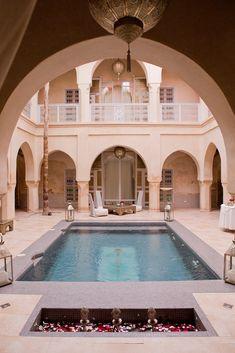 Riad AnaYela – Übernachten in Marrakesch Lobby Interior, Interior And Exterior, Le Riad, Atrium House, Piscina Interior, Mediterranean Homes, Islamic Architecture, Moroccan Decor, Pool Houses