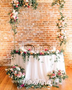 Every Last Detail Wedding SiteさんはInstagramを利用しています:「Sweetheart tables are the best, don't you think?! We adore this design from @confettiskies*! Aimee is one of the newest members of the…」