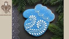 Christmas cookies. Cookie decorating with royal icing. How to Decorate a Mitten Cookie - YouTube