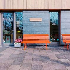 Theyre here! We got ourselves these pretty Park benches by @fermob from the Louisiana series. In beautiful and an already signature orange colour. Look at them shine in the morning sun. Will we be seeing you soon enjoying a Cappuccino our Oolong Tea or our awesome Hot Chocolate? #seeyousoon #morningsun #coffee #tea #hotchocolate