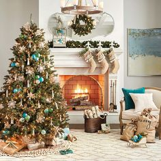 35 Festive Christmas Wall Decor Ideas that will Instantly Get You into the Holiday Spirit - The Trending House Christmas Design, Christmas Home, Christmas Wreaths, Christmas Ornaments, Christmas Carol, Glass Ornaments, Christmas Planters, Coastal Christmas, Beach Holiday