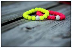 patat en kroket: neon bracelet