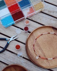 Diy Bracelets Easy, Summer Bracelets, Bracelet Crafts, Summer Jewelry, Jewelry Crafts, Surf Necklace, Diy Necklace, Bead Necklaces, Jewelry Patterns
