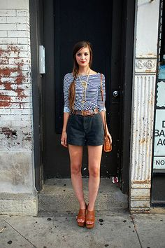 striped tee, linen shorts, gold jewelry, brown accents.
