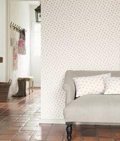 Collection LILY ROSE. Liberty, roses, romantisme, jardins anglais, fleurs,blanc, beige, gris, papier-peint, tissus