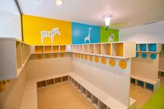 Cubby design for the entrance Childcare Rooms, Daycare Rooms, Kids Daycare, Home Daycare, Daycare Design, Classroom Design, School Design, Classroom Decor, Montessori Toddler Rooms