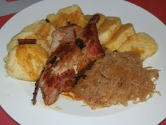 Vepřo knedlo zelo Snack Recipes, Cooking Recipes, Snacks, Czech Recipes, Bacon, Czech Food, Pork, Meat, Chicken