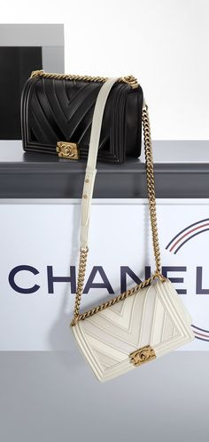 Fashion shows, Ready-to-Wear and Accessories Collections   CHANEL. Модные  СумкиСумки ... e8ed0afeded