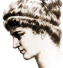 [Y a-t-il rien de plus horrible et de plus lâche que l'action des prêtres de l'évêque Cyrille, que les chrétiens appellent saint Cyrille ? Il y avait dans Alexandrie une fille célèbre par sa beauté et par son esprit ; son nom était Hypatie ; élevée par le philosophe Théon son père, elle occupa la chaire qu'avait eue son père, et fut applaudie pour sa science autant qu'honorée pour ses mœurs ; mais elle était païenne.]