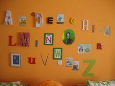 Abecedario en la pared. http://blog.beemama.com/2011/10/la-habitacion-de-diego-y-marcos.html