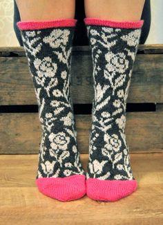 Knit wool socks Roosa Nauha Kukkaniitty kaksneljaseitteman.blogspot.fi/ Wool Socks, Knitting Socks, Hand Knitting, Knitting Patterns, Designer Socks, Textiles, Lana, Pullover, Knit Crochet
