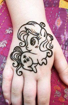 Top Cartoon & Simple Mehndi Designs For Kids: They Just Love Them! - Henna for Yogi kids! Eid Mehndi Designs, Mehandi Designs For Kids, Henna Tattoo Designs Simple, Mehndi Designs For Beginners, Mehndi Simple, Mehndi Designs For Fingers, Mehndi Design Images, Latest Mehndi Designs, Cute Henna Designs