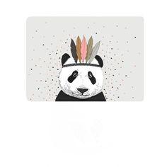<p>Carte postale Panda avec un fond avec triangles, format horizontal, coins arrondis, design Minimel, impression quadrichrome, fabrication française. A envoyer avec un mot gentil ou à accrocher sur son mur pour décorer ! On aime ce doux graphisme de panda chef indien !</p> <p><em><br /></em></p>