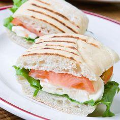 Sendviș cu mozzarella Mozzarella, Sandwiches, Breakfast, Food, Salads, Morning Coffee, Essen, Meals, Paninis