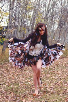 owl costume - furry fabric chest, feathers sewn & glued onto wing fabric Owl Costume Diy, Bird Costume, Diy Costumes, Adult Costumes, Costumes For Women, Awesome Costumes, Animal Costumes, Costume Ideas, Couple Halloween Costumes