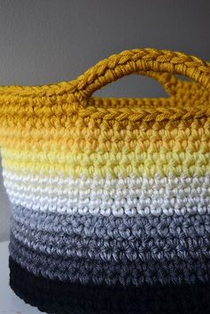 Ravelry: Ombre Basket pattern by Elizabeth Trantham - free crochet patternA bigger basket than the chunky yarn version. This one takes four strands of worsted weight yarn.or t-shirt yarn :)Crochet in Color: Ombre Basket Pattern. Bag Crochet, Crochet Basket Pattern, Crochet Handbags, Crochet Purses, Crochet Home, Crochet Crafts, Crochet Stitches, Crochet Projects, Crochet Baskets