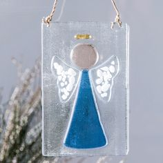 (http://www.unchartedvisions.com/j-devlin-orn-236-2-blue-fused-glass-angel-ornament/)