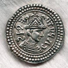 Fibule ronde à buste royal carolingien de la première moitié du Xe siècle à Serris (Seine-et-Marne).   © Inrap