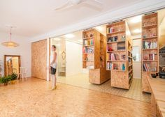 Three sliding shelves allow countless configurations in this Madrid apartment Sliding Wall, Sliding Shelves, Architecture Journal, Interior Architecture, Small Apartments, Small Spaces, Murs Mobiles, Madrid Apartment, Studio Apartment