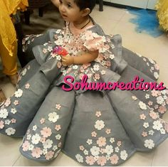 Saved by radha reddy garisa Baby Girl Party Dresses, Dresses Kids Girl, Kids Outfits, Kids Frocks Design, Baby Frocks Designs, Kids Dress Wear, Kids Gown, African Dresses For Kids, Kids Blouse Designs