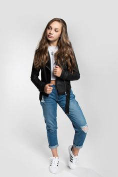 wow i remembered my password finally! Maddie Ziegler, Style Hip Hop, My Style, Girlfriend Jeans, Mom Jeans, Maddie And Mackenzie, Mackenzie Ziegler 2017, Looks Teen, Casual Outfits