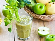 Kidney Cleanse Detox Should I Try a Juice Cleanse or Detox Diet? - Despite all the hype, there are smarter ways to get your eating habits back on track. Kidney Detox Cleanse, Detox Juice Cleanse, Juice Cleanses, Detox Juice Recipes, Best Smoothie Recipes, Good Smoothies, Detox Drinks, Diet And Nutrition, Medditeranean Diet