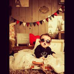 ハーフバースデーの記念に。 もうサングラスも似合っちゃうイケメン君。 トランクにスッポリ!かわいかったー。 #アンティーク #ナチュラル #スタジオ #フラッグ #baby #トランク #love #pureartis #ピュアアーティス #サングラス #家族 #家族写真 #ハーフバースデー #誕生日 #birthday #ハート #ベール #子供写真 #赤ちゃん