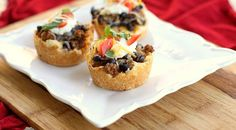As if mini tacos weren't cute enough. love these mini taco pies? Taco Pie Recipes, Mini Pie Recipes, Mexican Food Recipes, Cooking Recipes, Easy Recipes, Amazing Recipes, Delicious Recipes, Mini Tacos, Tapas