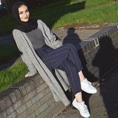 20 Ideas fashion style hijab casual colour for 2019 Modern Hijab Fashion, Street Hijab Fashion, Arab Fashion, Muslim Fashion, Modest Fashion, Trendy Fashion, Fashion Outfits, Classy Fashion, Hijab Fashion Summer