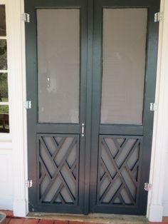 Creative Tonic loves Screen doors on back porch with Chippendale Design (to protect the screens from dogs) Double Screen Doors, French Doors With Screens, Screen Test, Doors And Floors, Building A Porch, Cottage, Back Doors, Entry Doors, Entrance