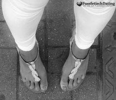 Ich suche einen Mann mit Fußfetisch der auch dicke Popos mag. Ich habe lange…