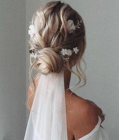 Wedding Hairstyles For Medium Hair, Boho Hairstyles, Hairstyles Haircuts, Gorgeous Hairstyles, Wedding Hair For Short Hair, Unique Wedding Hairstyles, Winter Wedding Hair, Elegant Hairstyles, Wedding Hair Pins