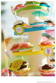 Love the umbrellas in the cupcakes!