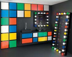 #Lifestyle | #Decoration_interieur #Interior_design | #Salle_de_bains #Bathroom  | Le meuble en kit était le symbole du studio et de la chambre d'étudiant. Aujourd'hui, les designers se sont réapproprié cet univers de la décoration. Et voilà que le « prêt à monter » devient à la mode. Avec toujours le même enjeu : on fait comment pour assembler tout ça ? KALÉIDOSCOPE. Une salle de bains sur mesure. Play d'eau, design de Jean-Charles de Castelbajac pour Delpha,