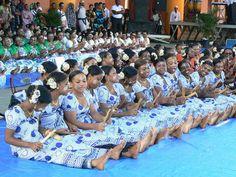Exclusivement réservée aux femmes, la danse du Mbiwi est la plus facile et la plus populaire de ces dernières décennies à Mayotte.  Le Mbiwi se pratique avec deux petits bout de Bambou bien coupés, lissés que les femmes utilisent pour créer un son qui va accompagner la musique jouée par un groupe qui doit animer la fête.