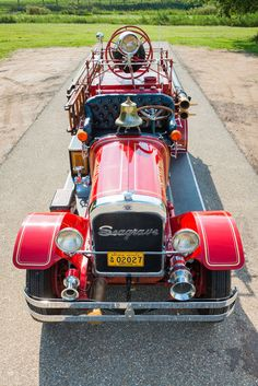 Classic Fire Engine / Truck <3 ... =====>Information=====> https://www.pinterest.com/joemcdonagh16/antique-fire-pumpers/