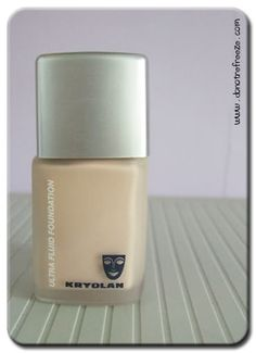 As mentioned in my Charles Fox post on Wednesday, I picked this up there for a bargainous £12.05. I'd wanted to try Kryolan's
