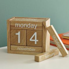 Wooden Perpetual Calendar Customized by China Manufacturer, Personalized Printed Your Brand Logo or Message - The Most Trusted Promotional Gifts Supplier. Wood Block Crafts, Wood Crafts, Wood Projects, Diy And Crafts, Projects To Try, Online Calendar, Event Calendar, Wooden Calendar, Perpetual Calendar