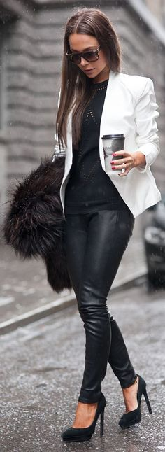 Take a look at the best what to wear with design leggings in the photos below and get ideas for your outfits! what to wear with leggings Image source Casual Chic Summer, Classy Casual, Casual Chic Style, Urban Chic Style, Smart Casual, White Blazer Outfits, Casual Outfits, Fashion Outfits, Casual Pants